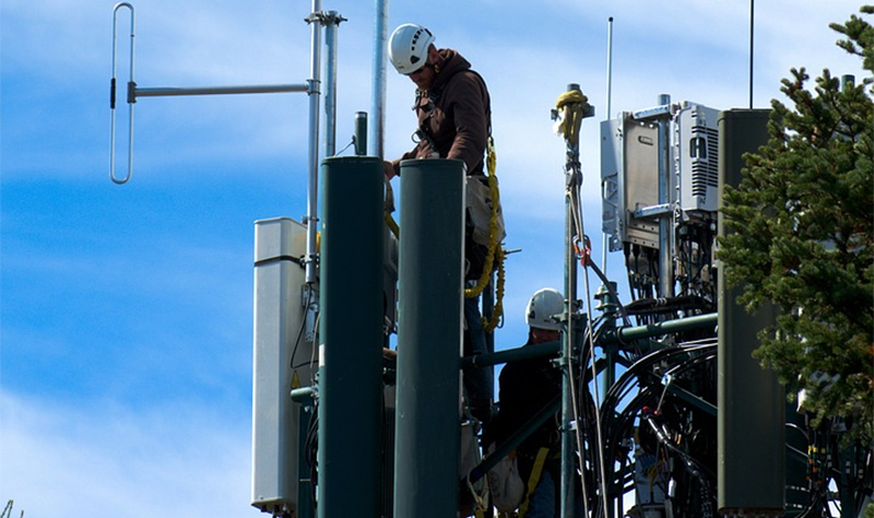 El despliegue de redes de telecomunicaciones en suelo no urbanizable afectado por las medidas de seguridad en las playas de Andalucía